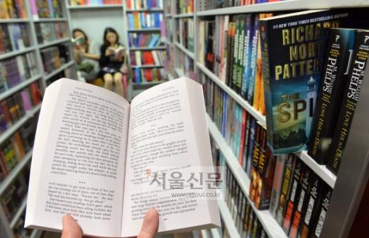 """출판업자가 말하는 """"한국의 문고본 시장이 활성화되지 않는 이유"""""""