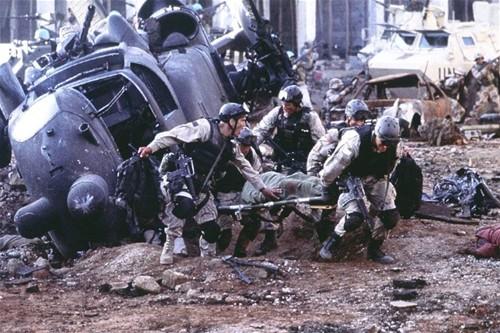 블랙호크다운: 한 사람을 구하기 위해 1천명의 민병대와 맟선 2명의 미군