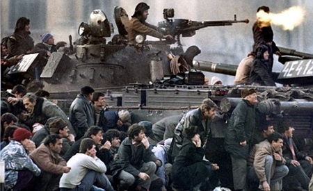 - FILE PHOTO 23DEC89 - Bucharest's residents protect themselves from the crossfire between the pro-C..