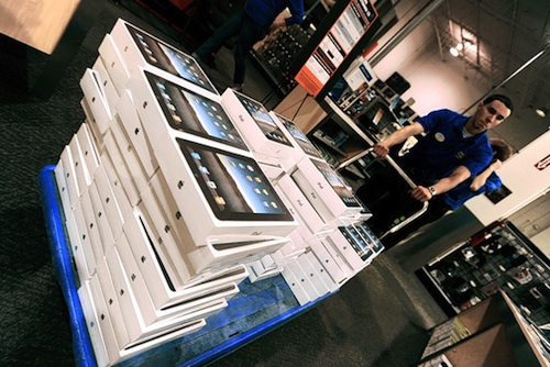 141018-best_buy_ipad_cart