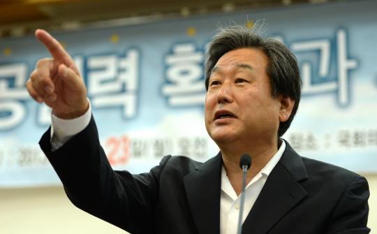 """김무성 """"아기 많이 낳은 순서로 女비례 공천"""""""