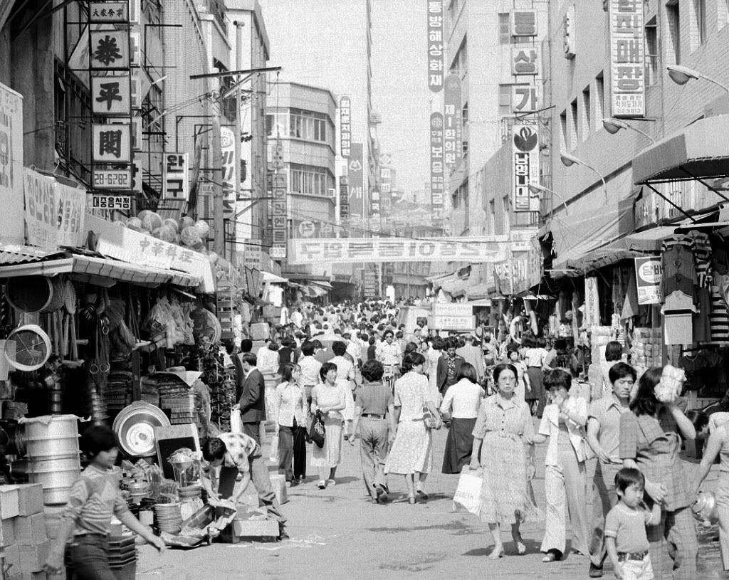 경제발전만이 기준일 수 없다. 한국의 과거와 베트남의 현재는 같지 않다.