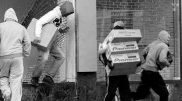 그들과 통하는 길: 언론이 주목하지 않는 빈곤 청년의 실상