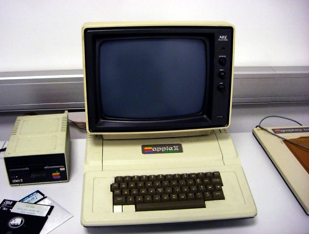 당시 시장을 장악하고 있던 Apple II. http://www.flickr.com/photos/wuschl2202/1802972953/