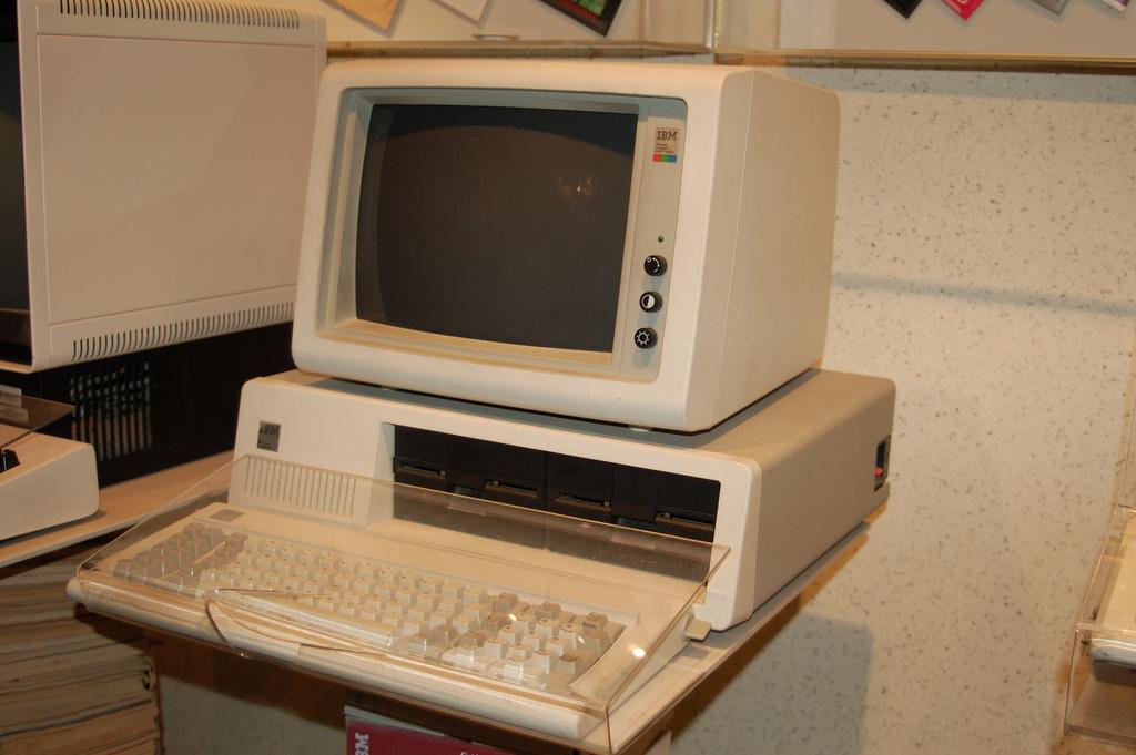 스미소니언 박물관에 전시된 IBM PC. http://www.flickr.com/photos/thedoctor856/245624162/