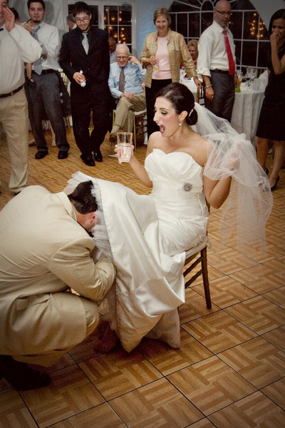 wedding-garter-removal-by-maria-vicencio-photography