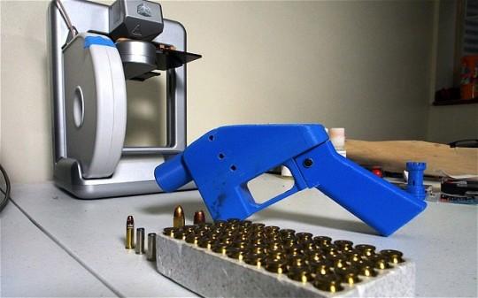 플라스틱 장난감 총처럼 생겼지만, 충분히 실탄을 발사할 능력이 있다.