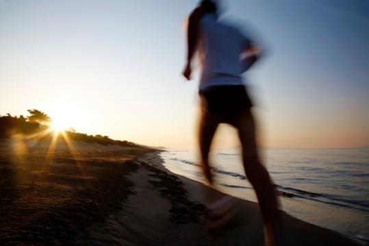 가장 대표적인 예로 러너스 하이라 불리는 현상이 있다. 장시간의 달리기로 인한 고통이 엔돌핀 분비를 불러일으켜 쾌감을 가져오는 것.