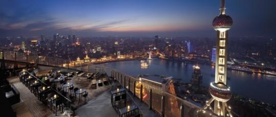 상하이의 야경은 뉴욕 못지 않다. 문제는 물가도 그렇다는것 ㅜ.ㅜ 이제 상하이는 돈 없으면 즐겁지 않은 엄청 비싼 도시가 되었다. 중국에서 가장 도시적이고, 물질적이고, 자본주의적 도시 상하이!