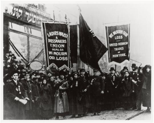 트라이앵글 셔츠공장 노동자들의 시위 모습
