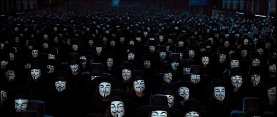 3.3㎡ (1평)에 대략 8명 정도가 서있을 수 있다고 한다. 브이 포 벤데타 말미에 가이 포크스 가면을 쓰고 온통 거리로 쏟아져 나온 영국 시민들.