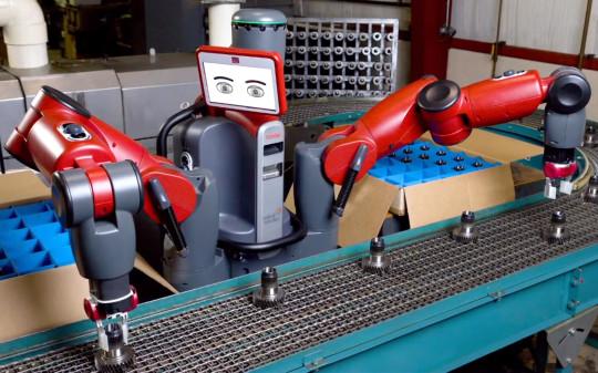 백스터(baxter)라는 이 로봇은 매우 놀라운 학습능력을 가지고 있어 공장 근로자를 손쉽게 대체할 수 있다.