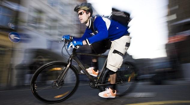 이렇게 열심히 타라고 만든 자전거는 아닙니다만...