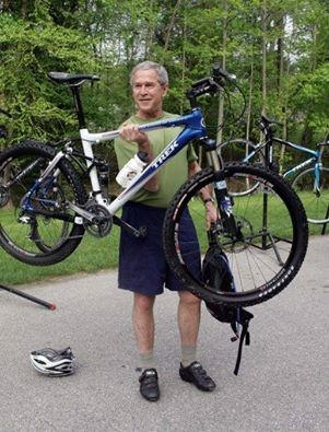"""""""내 자전거 절라 비쌈. 캐 가벼움."""""""