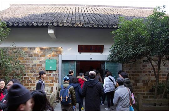 ▲ 재청별서(載靑別墅)는 사방이 호수로 둘러싸여 일제의 감시가 미치지 못하는 남북호 안 별장이다.