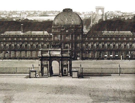 (튈르리 궁이 1871년의 파리 코뮌 사건 때 파괴되기 전인, 1860년대의 모습입니다. 앞에 조그마한 카루젤 개선문 저 뒤 멀리에 에투알 개선문의 모습이 보입니다.)