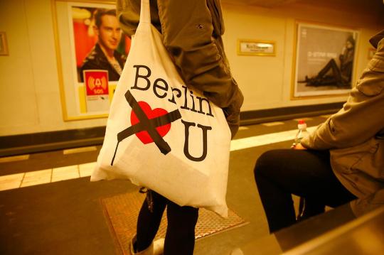 친환경 패션의 원산지 베를린, 베를린에서는 명품백보다 저런 면 가방이 더 핫하다.