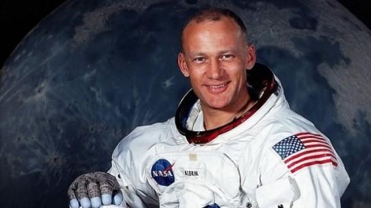 두번째로 달 표면을 밟은 우주비행사. 버즈 올드린.