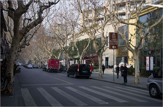 ▲ 상하이를 떠날 때까지 사용한 임정 청사가 있는 노만구 마당로 거리. 오른쪽에 표지판이 서 있다.