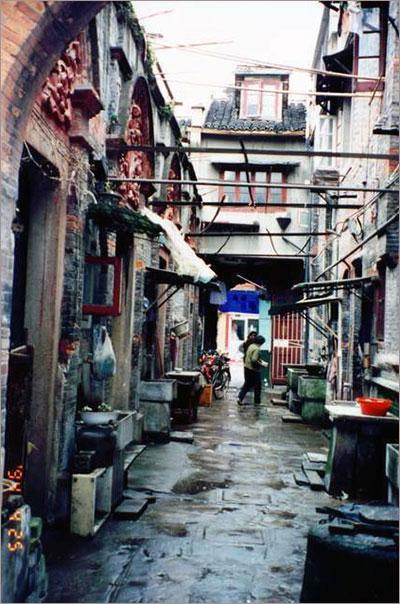 ▲ 1994년의 영경방 10호 골목. 지금은 아래 사진처럼 바뀌었다. ⓒ 홍소연