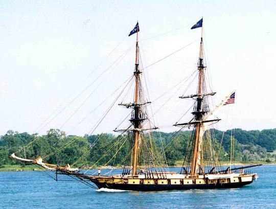 덴마크 측 군함들은 총 18척이었지만 그중 7척만 전열함이었고 11척은 위 그림과 같은 슬룹이나 브릭 등의 작은 선박들이었습니다. 대포의 크기는 고사하고 그 수자만 세어봐도 영국 측이 압도적으로 우세했습니다.