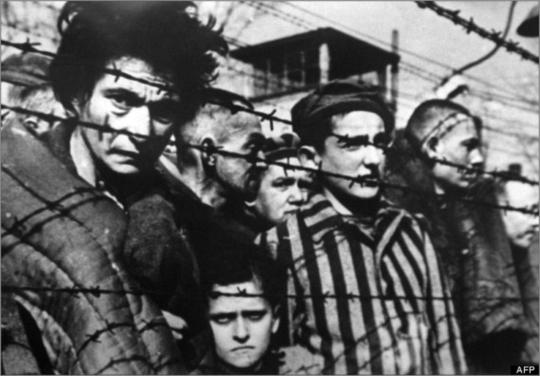 """▲아우슈비츠 수용소. 메르켈은 """"나치 만행의 기억은 독일인의 항구적 책임""""이라고 말했다."""