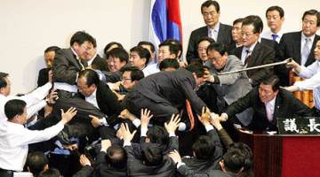 한국의 정치경제가 구제불능인 이유