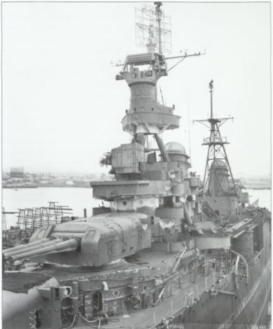그림 8. 마스트에 Mk8 레이다와 Mk34 사격지휘장치를 탑재한 미 순양함 포틀랜드
