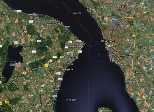 헬싱괴르와 헬싱보리 사이를 확대한 위성 사진입니다.