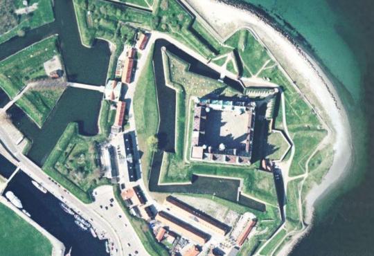 헬싱괴르를 크게 확대한 위성사진입니다. 거기에 바로 크론보르 요새가 위치해있습니다. 구글 맵스 덕택에 앉아서도 세계 구경이 가능하군요. 참 좋은 세상이에요.