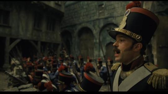 저 콧수염 정부군 장교 아저씨는 목소리가 하도 좋아서 깜짝 놀랐습니다. 아마 역시 뮤지컬 배우 출신인가봐요.