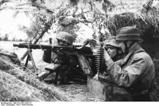 노르망디에 상륙한 연합군을 저지하기 위해 전개된 독일군 공수부대. 1944년.
