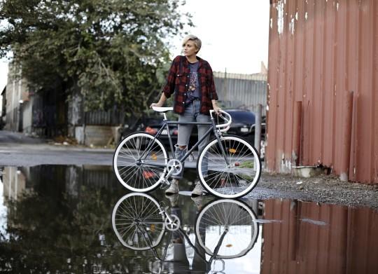 미국 아마존에서 1위를 했던 픽시자전거로 29CM에서 국내 첫 런칭한 크리티컬 사이클 픽시 자전거. 다양한 사이즈의 스타일리쉬한 이 자전거는, 국내 들어온 수입 픽시 중 가장 저렴한 가격 20만원대이다.