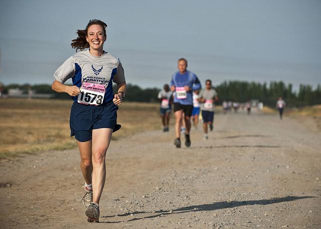 runner-888016_