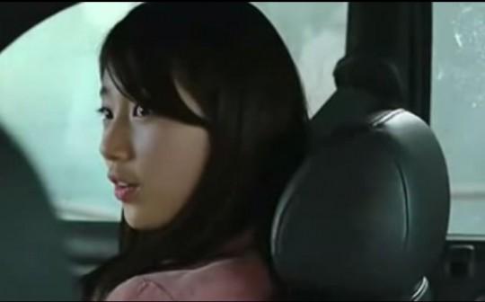 """▲강남선배 차를 얻어 탄 서연. 승민과 특별한 사이냐고 묻자 """"아..아니요""""라고 대답한다."""