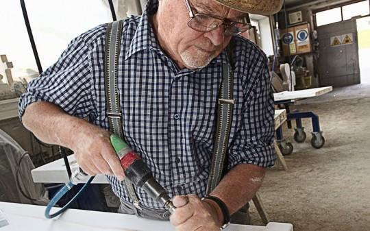 elderly-worker_2588695k