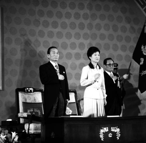 박근혜의 시계는 멈추어 있다. 대한민국의 시계마저 멈출 지경이다.