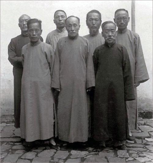▲ 자싱 피난 시기의 임정 국무위원들(1935). 이들은 전장으로 옮겨 제4차 내각을 구성했다.
