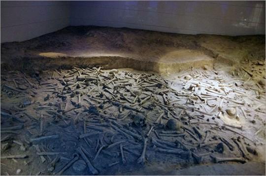 ▲ 기념관 유적 지구 학살 참사자 유골진열실의 유골