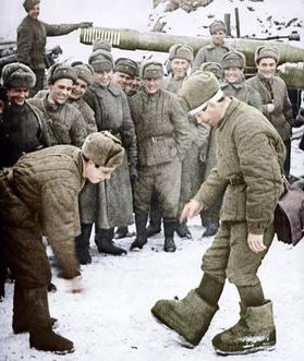 ▲ 당시의 소련군들 (채색 사진)