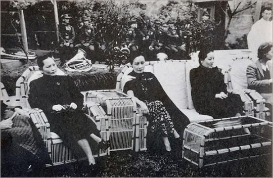 ▲ 송씨 자매들. 왼쪽부터 메이링, 아이링, 칭링. 이들은 각각 장제스, 공샹시, 쑨원과 결혼했다.