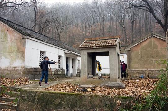 ▲ 조선혁명군사정치간부학교 제3기가 훈련받았던 황룡산의 도교사원 '천녕사'. 찾는 이 없어 낡고 허물어졌다.