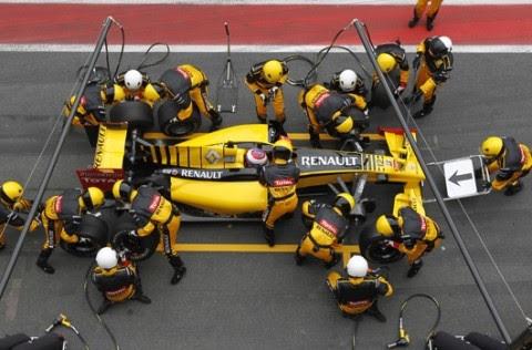어떤 훌륭한 F1팀도 브레이크를 밟지 않는 F1레이서를 우승시킬 수 없다. -르노 F1 레이싱 팀 -