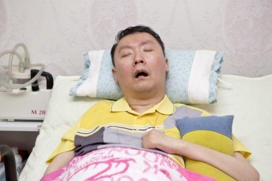 올해 서른일곱 살이 된 민석씨는 20년 넘게 병과 싸우고 있다.