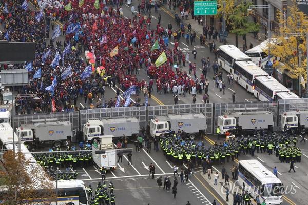 민중총궐기에서의 차벽 (출처=오마이뉴스)