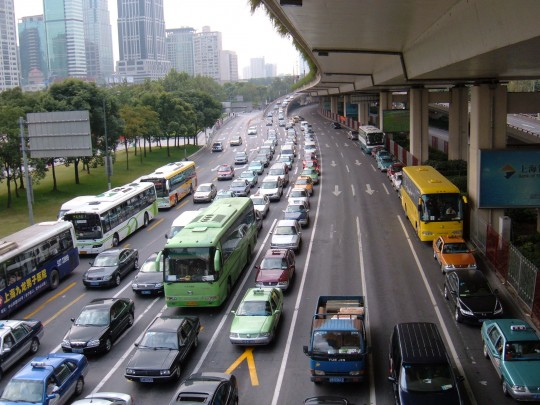 Traffic_in_Huangpu_District,_Shanghai_2007-10-27_2