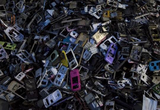 세계에서 가장 큰 전자제품 쓰레기 하치장, 중국 광동성 구이유촌 출처: TotallyCoolPix