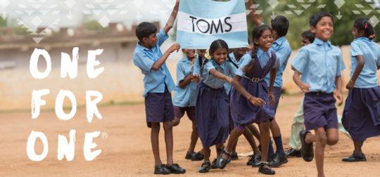 TOMS는 독특한 제품 이미지와 함께 기업 차원에서의 '선행'을 강조하여 성공한 대표적인 기업이다.  출처 : TOMS UK