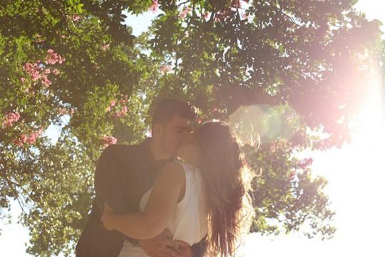 kissing-1149918_