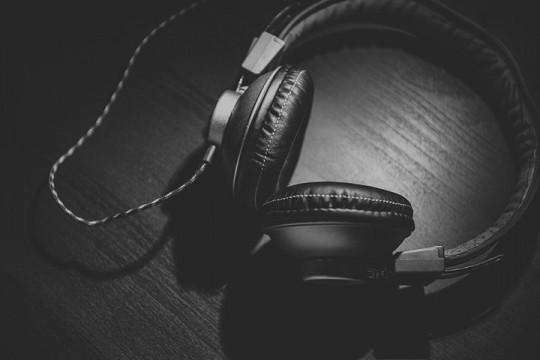 headphones-690685